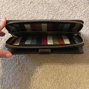 Coach Bags - 💞Coach Signature Stripe Zip Around Wallet